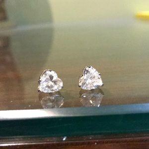 Jewelry - Heart shaped cubic earrings